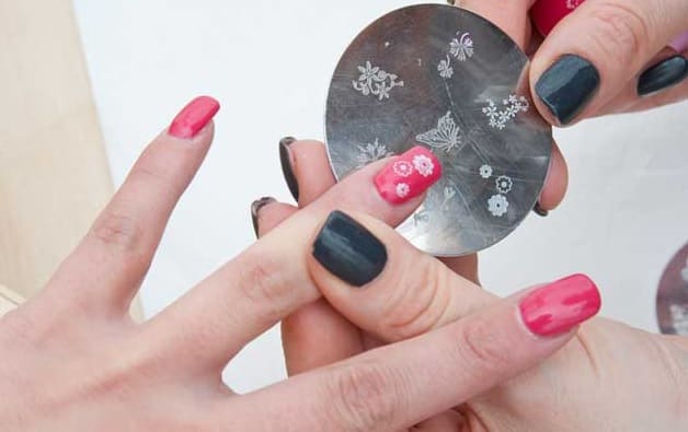 how to stamp nails