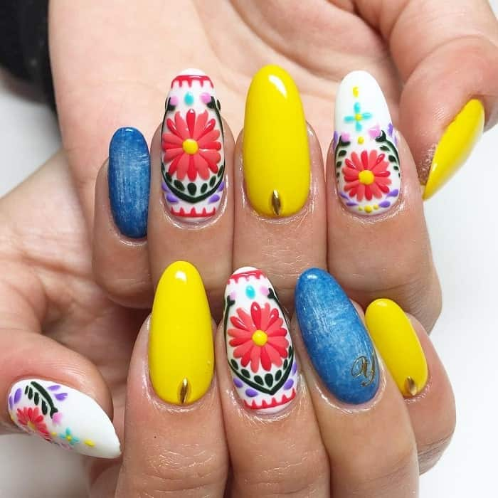 Mexican flower nail design