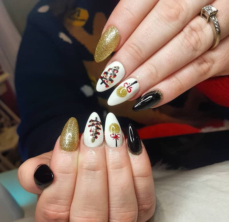 christmas nail art with toothpick