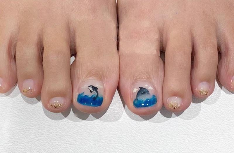 dolphine toe nails
