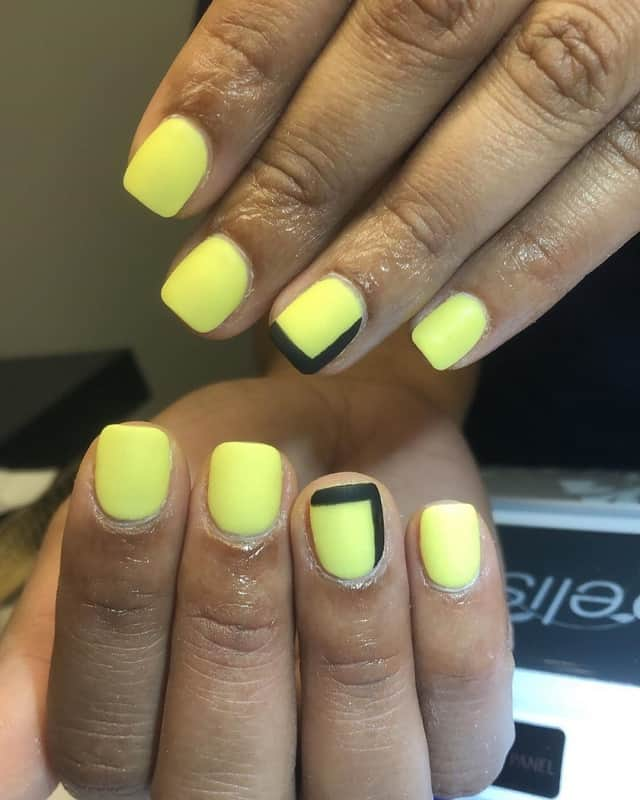 short square yellow nails