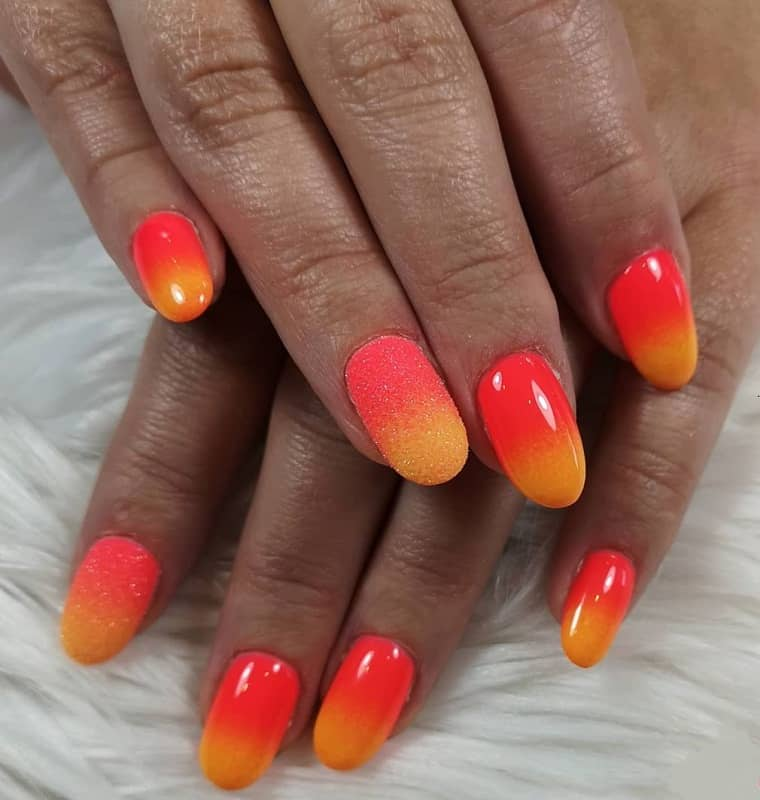 short round ombre nails